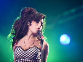 Amy Winehouse promises new album soon