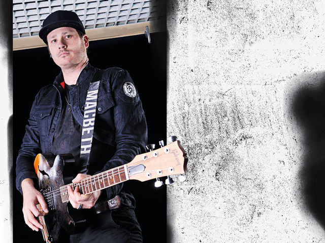 Tom DeLonge talks guitar tones, growing up and Blink