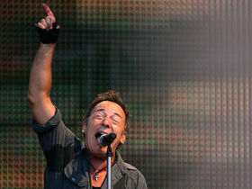 Bruce Springsteen debuts new song Wrecking Ball at Giants Stadium