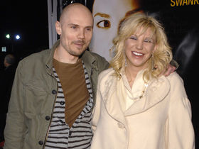 Courtney Love apologizes to Billy Corgan
