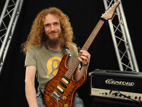Lick Library hosts free live Guthrie Govan webcast