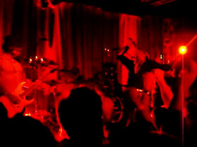 Video: Jane's Addiction rock LA club with blazing set