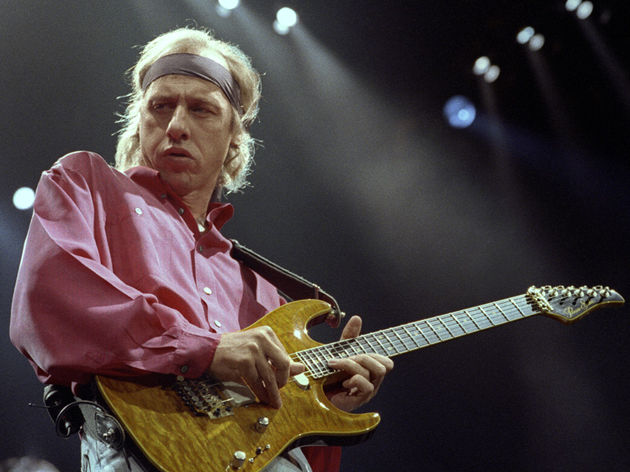 Knopfler onstage with Dire Straits in 1992