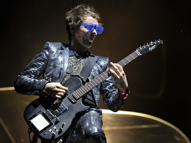 Muse 39 s matt bellamy wants to make music in outer space for Outer space guitar