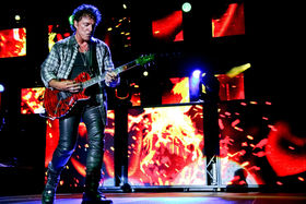 What strings do you use, Neal Schon?