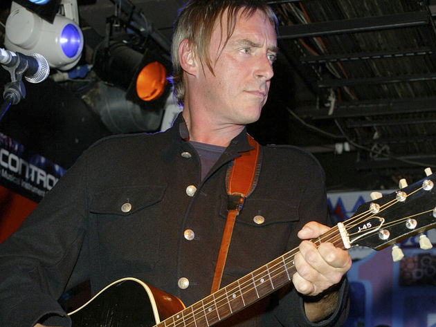 Weller onstage with his Gibson J-45