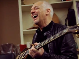 VIDEO: Peter Frampton gets his 'Frampton Comes Alive!' Les Paul back