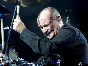Phil Collins announces his retirement