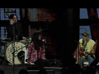 VIDEO: Jack White, Alison Mosshart and John Paul Jones onstage with Seasick Steve at iTunes Festival