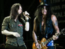 Myles Kennedy sings with Guns N' Roses members at Rock Hall Of Fame