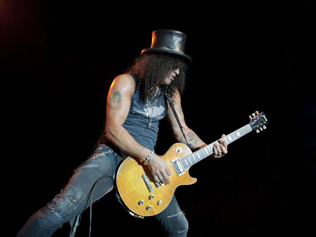 Slash playing live in Milan, 2011