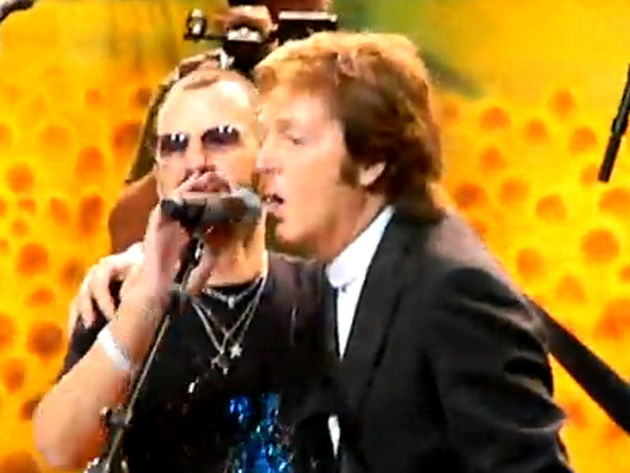 """Da da da da da dah da dat!"" Macca joins Ringo for a rousing 'Birthday'"