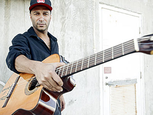 Tom Morello rocks on wood
