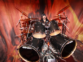 Vinnie Paul unveils signature drum line