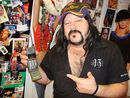 Vinnie Paul sells his first cell phone on eBay