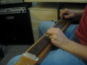 Amazing video of the day: homemade lap steel guitar