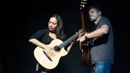 How much money can Rodrigo Y Gabriela make busking?