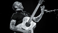 Using the guitar as a drum kit with Jon Gomm