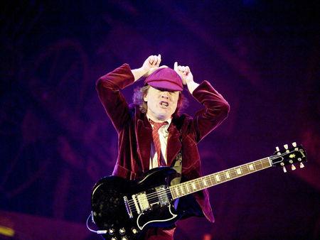 Les contorsions cultes des guitar héros sur scène