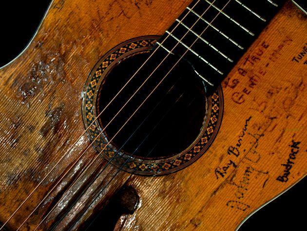 """Willie Nelson – 1969 Martin N-20 """"Trigger"""""""