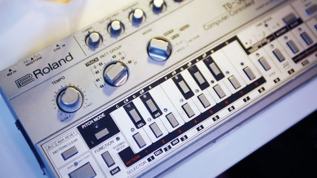 Synth icons: Roland TB-303 Bass Line synth