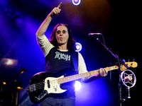 Interview: Geddy Lee's 5 favourite bassists of all time