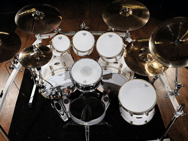 Le kit de Michael Thomas du groupe Bullet For My Valentine