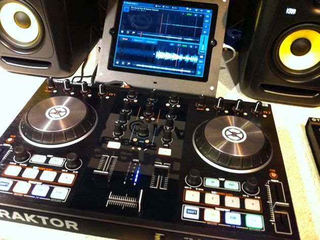 Native Instruments S2 and Traktor DJ