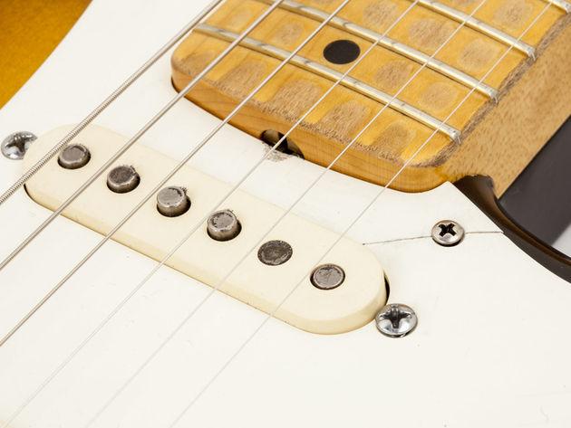"""La Fender Eric Clapton """"Brownie"""" Tribute Stratocaster - micro manche"""