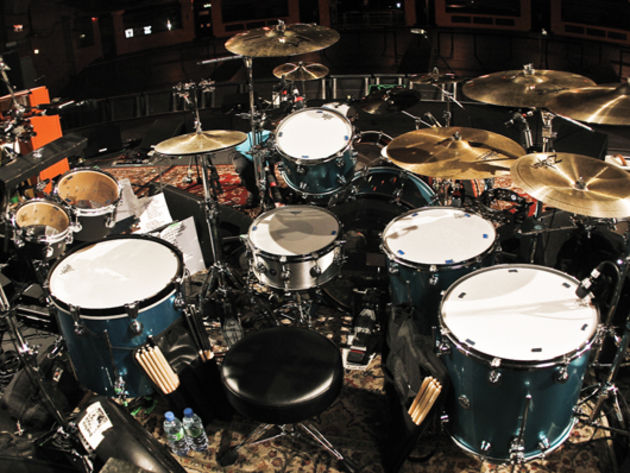 Le kit de Dave Grohl du groupe Them Crooked Vultures