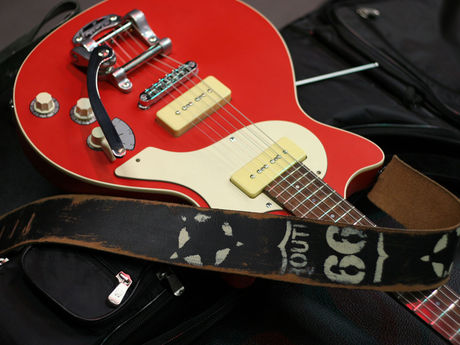 Framus Earl Slick Signature model (red)