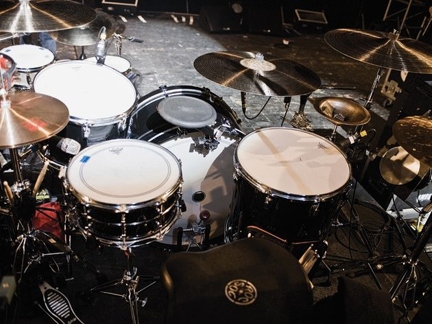 Le kit de Sam Fogarino du groupe Interpol