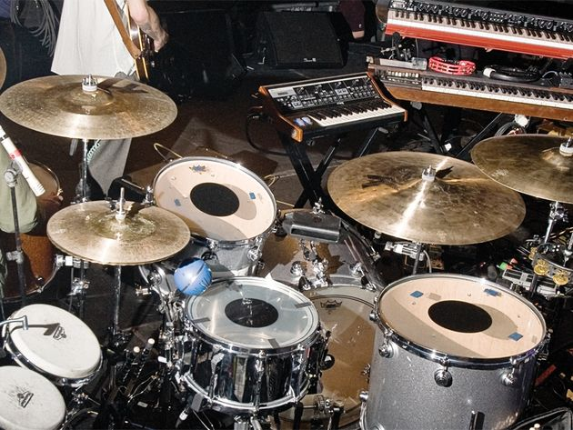 Le kit de Joey Castillo du groupe Queens Of The Stone Age