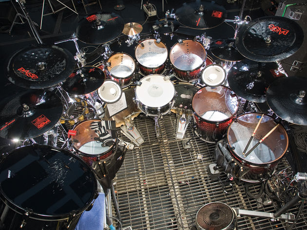 Le kit de Joey Jordison du  groupe Slipknot