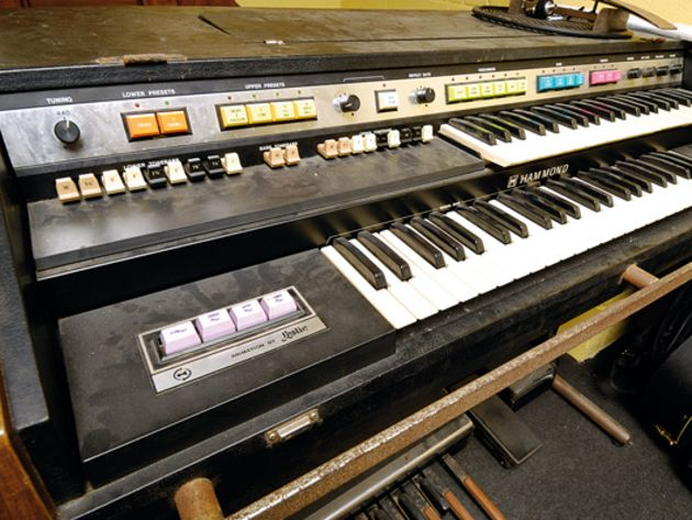 Hammond organ with Leslie cabinet