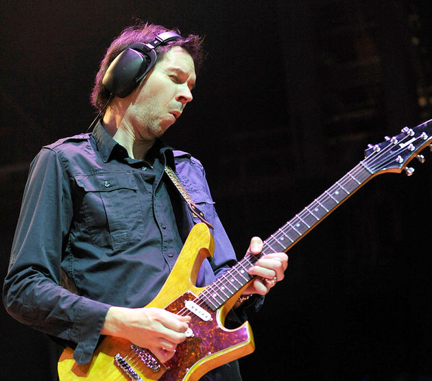 Paul Gilbert: Another Lonely Christmas - Prince