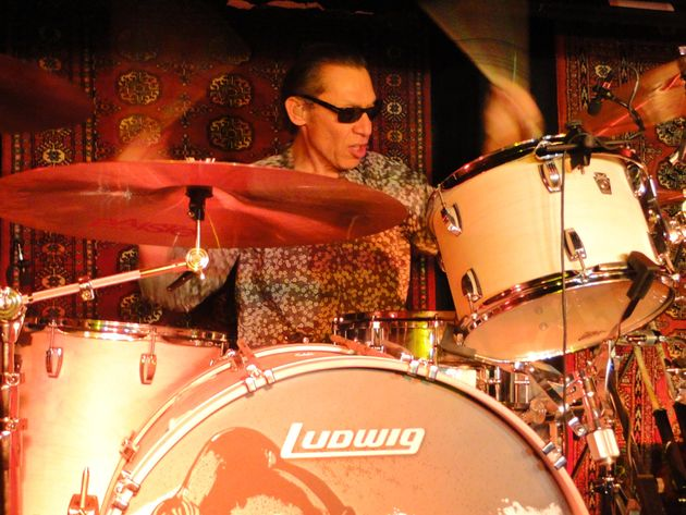 Alex Van Halen brings thunder and swing on a sparse, four-piece kit