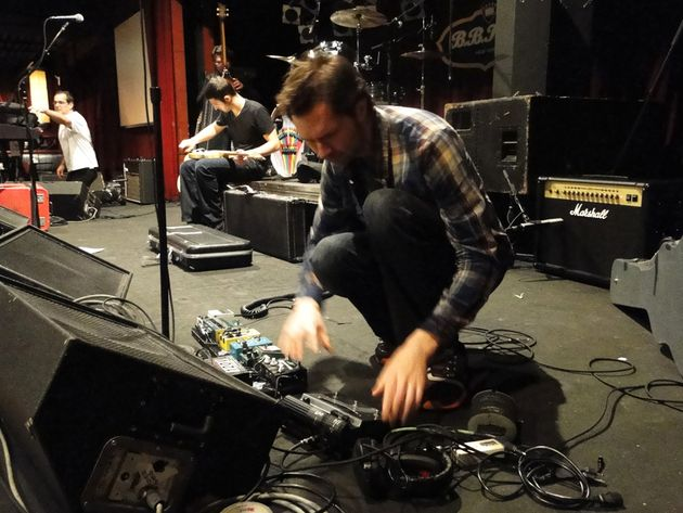 Paul Gilbert sets up his pedalboard and wonders what happened to his guitar tech