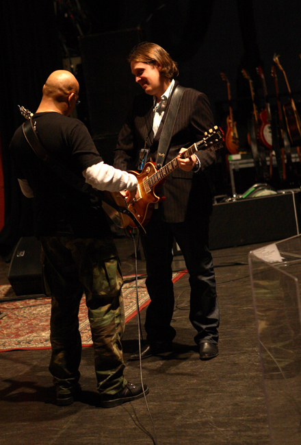 Joe soundchecking with bassist Carmine Rojas
