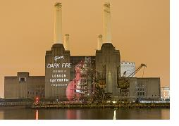 http://cdn.mos.musicradar.com/images/legacy/totalguitar/Battersea Power Station Gibson Dark Fire.jpg