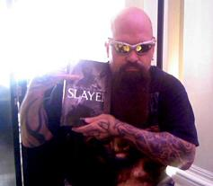 http://cdn.mos.musicradar.com/images/legacy/totalguitar/Kerry King with The Bloody Reign Of Slayer, June 2008.jpg