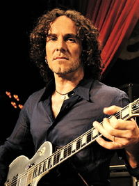 Interview: Viv Campbell talks guitars