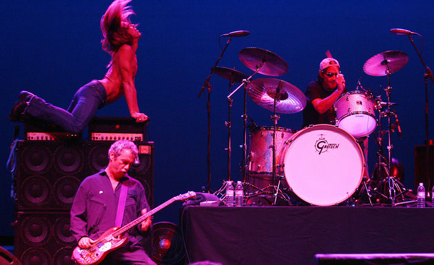 Asheton at the kit with The Stooges in 2007