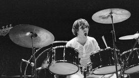 Video: Six drummers trashing their drum kit!
