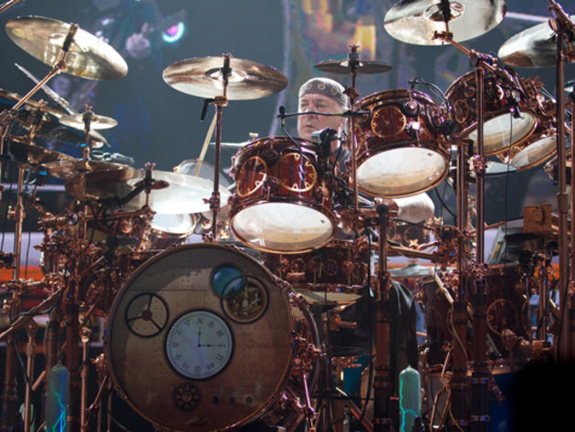 Neil Peart v Dave Grohl