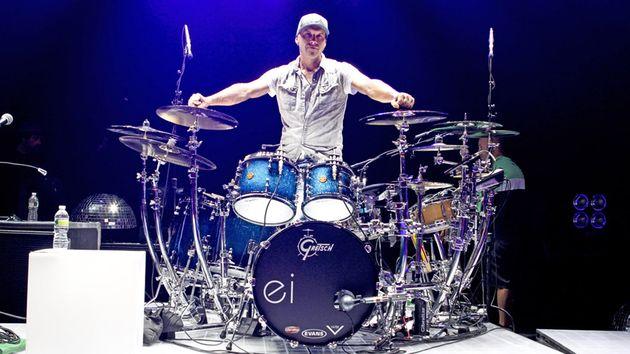 Enrique Iglesias drummer Van Romaine