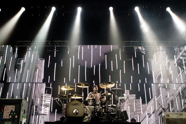 Travis Barker live with Blink-182