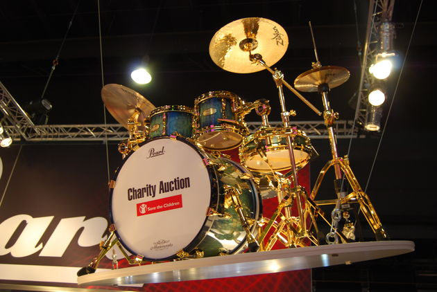 Special Pearl charity auction
