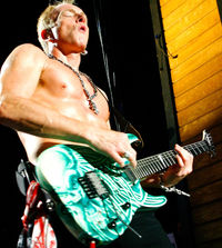 TG204 Tab: Play like Phil Collen (Def Leppard)