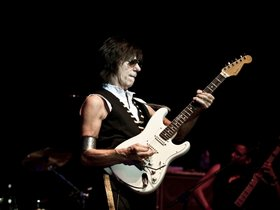 Jeff beck announces small uk show